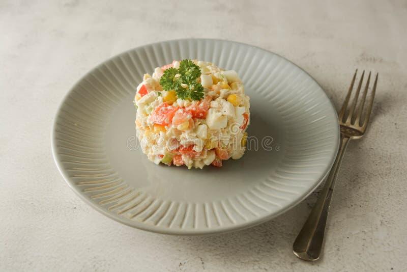Majonezowy mięso i kukurydzana sałatka z dzwonkowym pieprzem zdjęcia royalty free