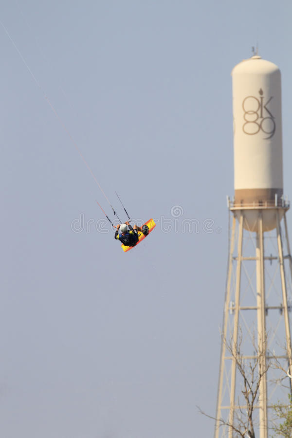 Major Air met vliegersurfer in de Stad van Oklahoma royalty-vrije stock fotografie