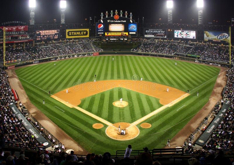 Major League Baseball τη νύχτα στο Σικάγο στοκ εικόνα