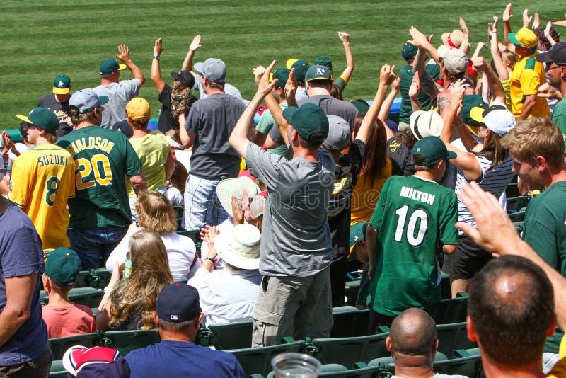 Major League Baseball - Oakland como animar de las fans foto de archivo libre de regalías
