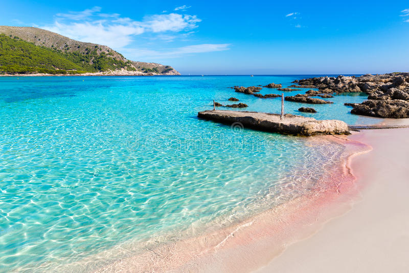 Majorca Cala Agulla strand i Capdepera Mallorca royaltyfri foto