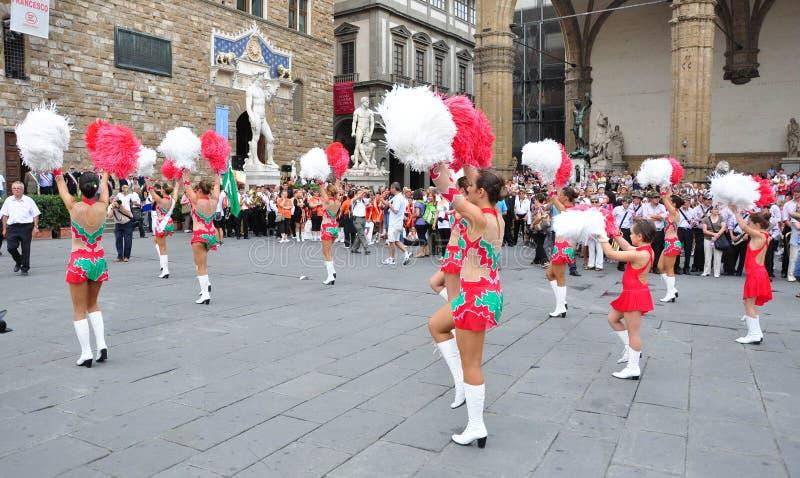 Majorette, majorettes en Italie images libres de droits