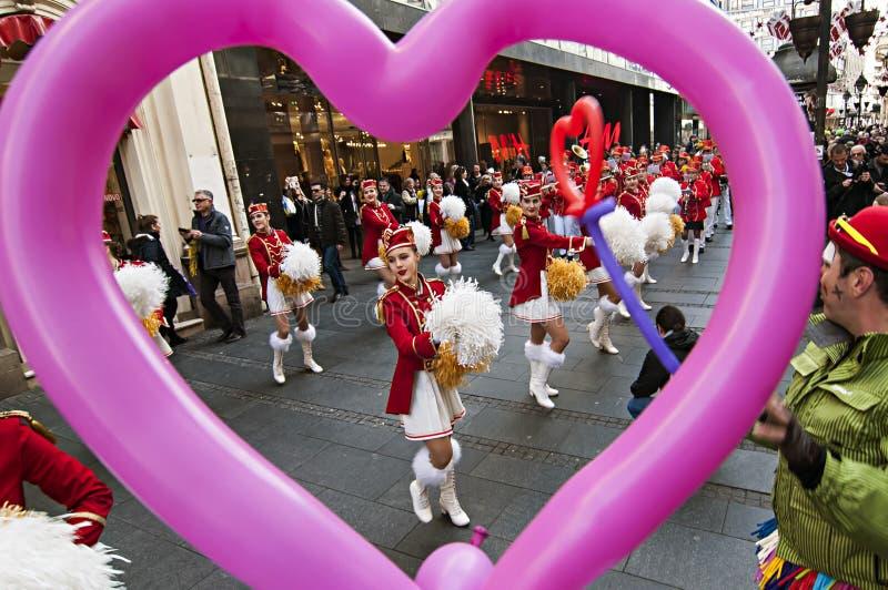 MAJORETTES από το χορό του Μαυροβουνίου που εκτελείται προς τιμή την άνοιξη στοκ φωτογραφίες με δικαίωμα ελεύθερης χρήσης