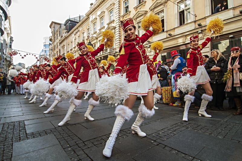 MAJORETTES de la danza de Montenegro realizada en honor de la primavera fotos de archivo