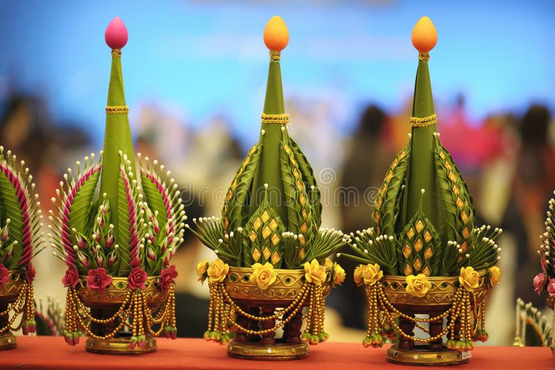Mak Ben Khan είναι Phan έβαλε τα λουλούδια που χρησιμοποιείται ως λάρνακα για να λατρεψει στο τελετουργικό Και worshiping ο τριπλ στοκ εικόνες