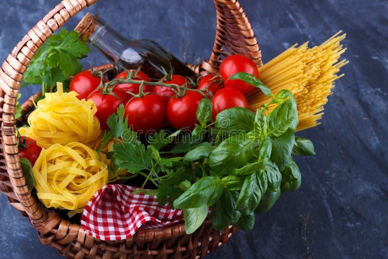 Makaronów włoscy składniki fotografia stock