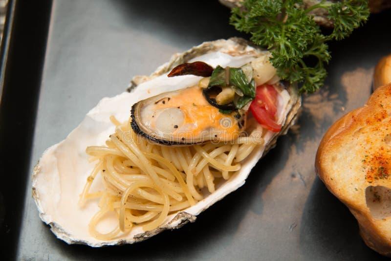 Makaronu spaghetti wyśmienicie owoce morza w skorupie obraz royalty free