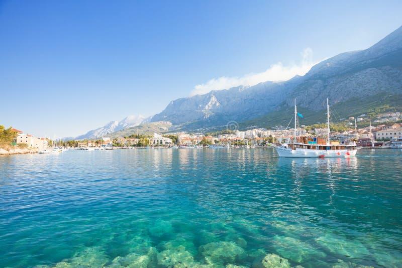 Makarska, Далмация, Хорватия - вода бирюзы на чудесном пляже Makarska стоковые изображения