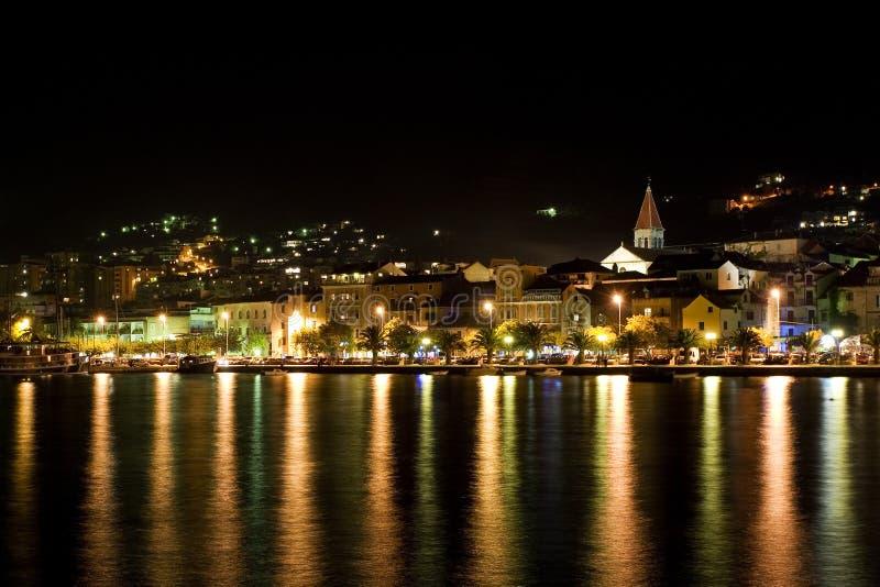 Makarska la nuit photos libres de droits