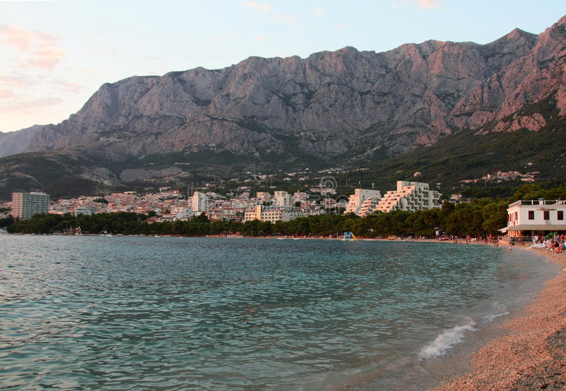 Makarska Riviera, zonsondergang op het strand stock afbeeldingen