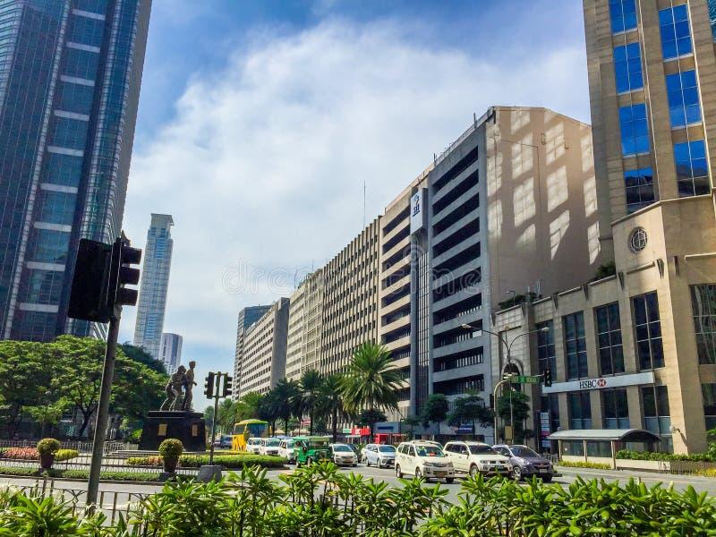 MAKATI FILIPPINERNA - JULI 19, 2015: Makati stad, Manila Makati är den finansiella mitten royaltyfria foton