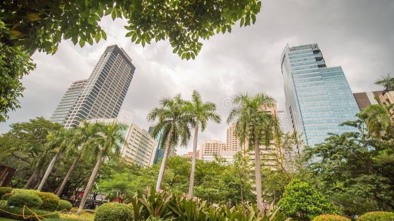 Makati in Metro Manilla, de Filippijnen Wolkenkrabbers van het district stock foto