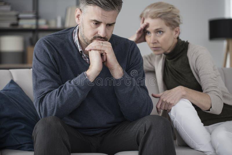 Make och fru i terapi arkivfoton