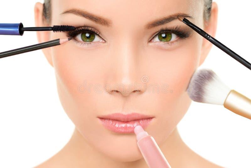 Make-up bürstet Konzept - Frauenschönheitsgesicht stockbilder