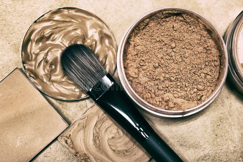 Make-up Brush With Concealer, Makeup Foundation And Powder ...