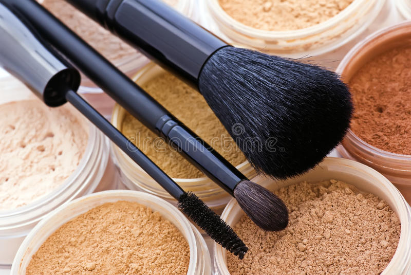 Make-up en Borstel royalty-vrije stock afbeelding