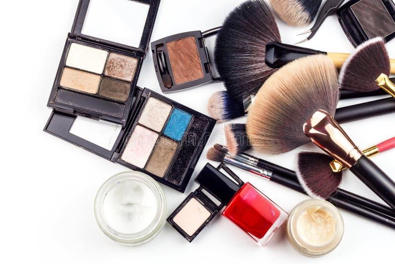 Make-upborstels De kosmetische industrie Borstel voor schoonheid Verkoop van schoonheidsmiddelen Reclame voor een mooie vrouw stock afbeelding