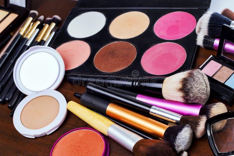 Download Make-uphulpmiddelen stock afbeelding. Afbeelding bestaande uit borstels - 54075957