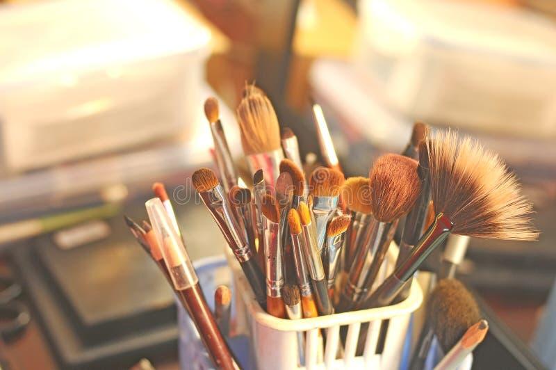 Make-uphulpmiddelen voor vrouwen stock afbeeldingen