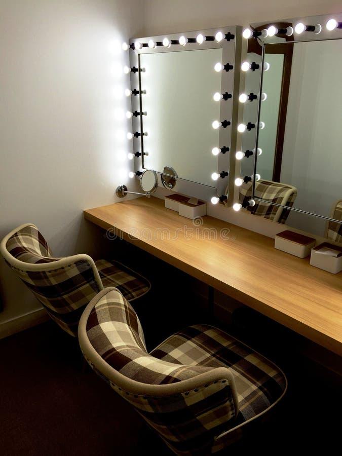 Make-upraum mit Spiegeln lizenzfreies stockbild
