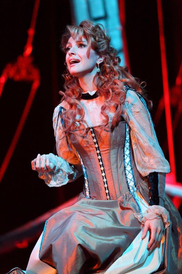 A, Makeeva пеет в мюзикл стоковая фотография rf