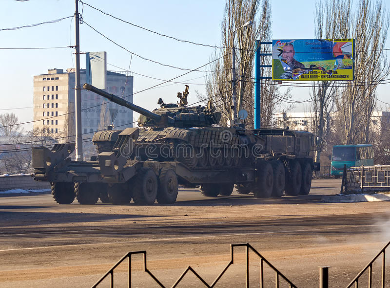Makeevka,乌克兰- 12月, 2015年2月12日, :属于的坦克 免版税图库摄影