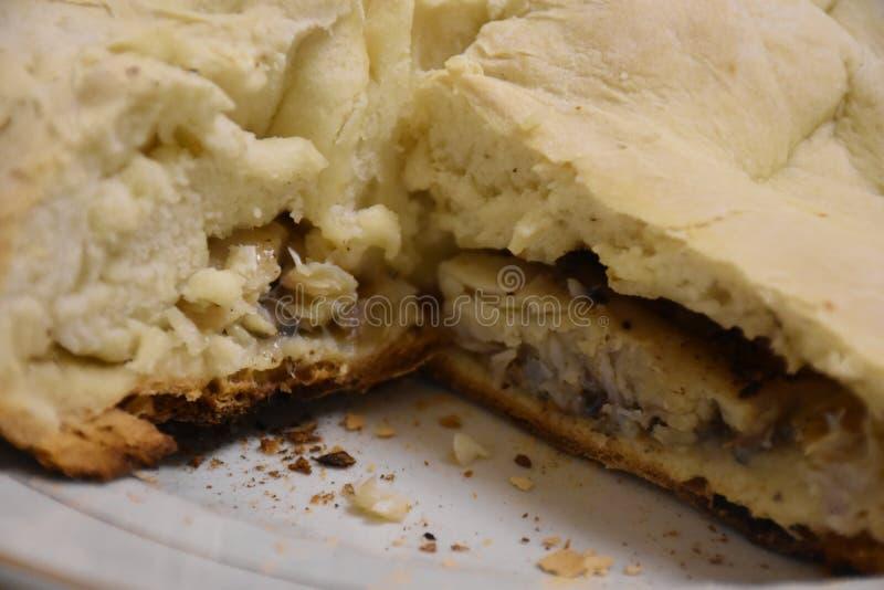 Makend brood thuis, de Oekraïne, de stijl van Oost-Europa stock afbeelding