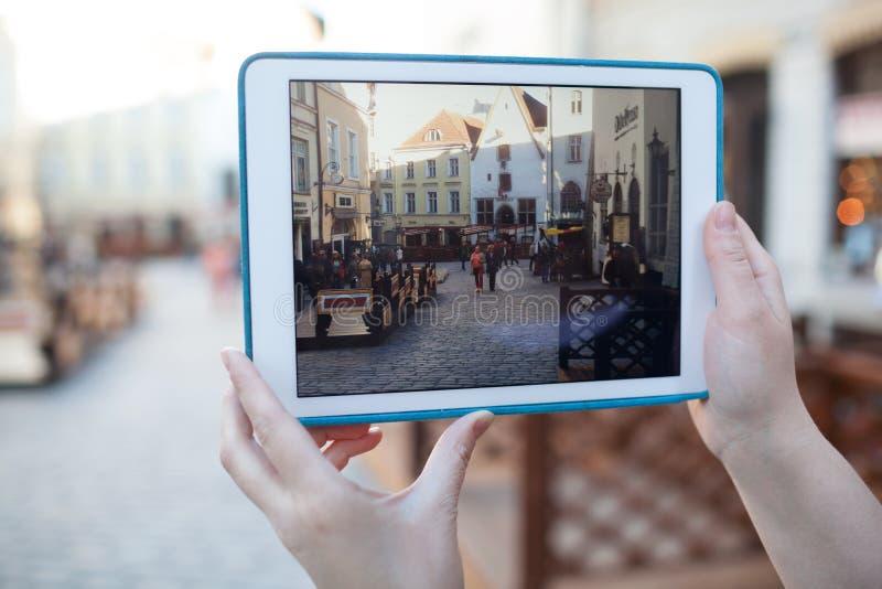 Makend foto of video met binnen stootkussen van oude straat stock afbeelding