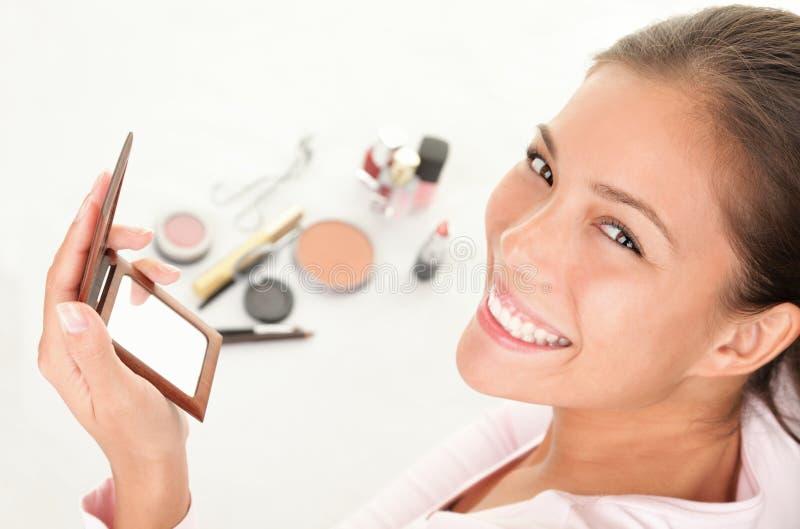makeup βάζοντας στοκ εικόνες με δικαίωμα ελεύθερης χρήσης