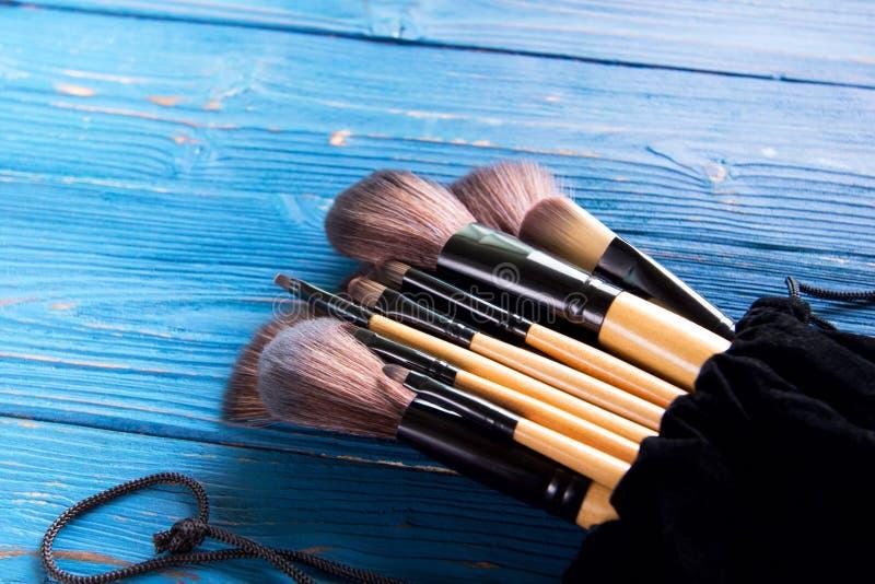 Makeup borstar i fall att arkivfoton
