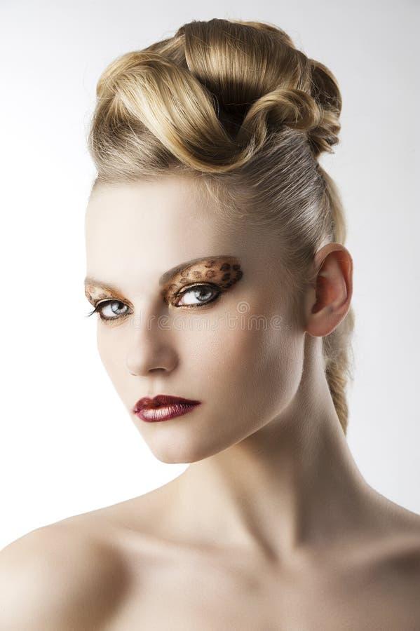 makeup för modeflickaleopard royaltyfri bild