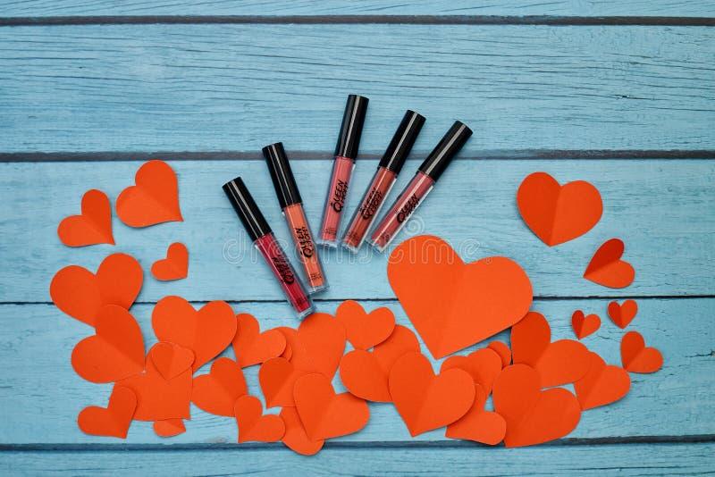Makeup produktów pomadki nowy matte na błękicie fotografia royalty free