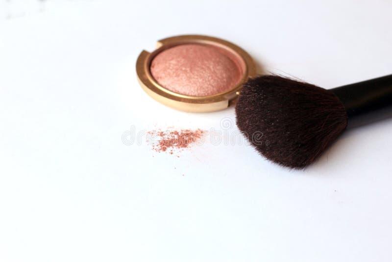 Makeup proszek i muśnięcie zdjęcie stock