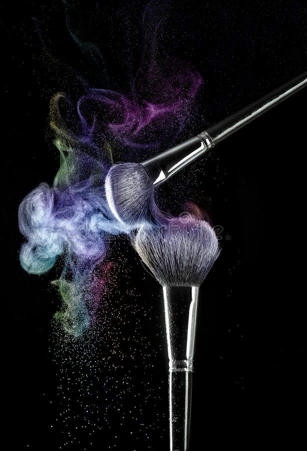 Makeupborstar med pulver royaltyfri bild