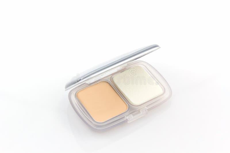 Makeuppulver i det vita fallet arkivbilder
