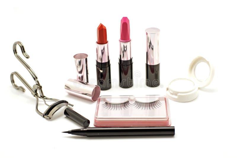Makeupuppsättning med för snärtögonfrans för läppstift den falsk hårrullen och eyesha arkivfoton