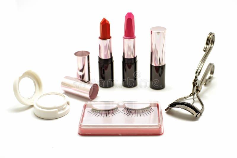 Makeupuppsättning med för snärtögonfrans för läppstift den falsk hårrullen och eyesha royaltyfri foto
