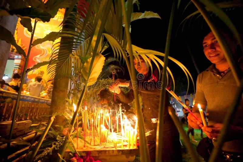 Makha Bucha Zeremonie auf Ko Chang Insel lizenzfreie stockbilder