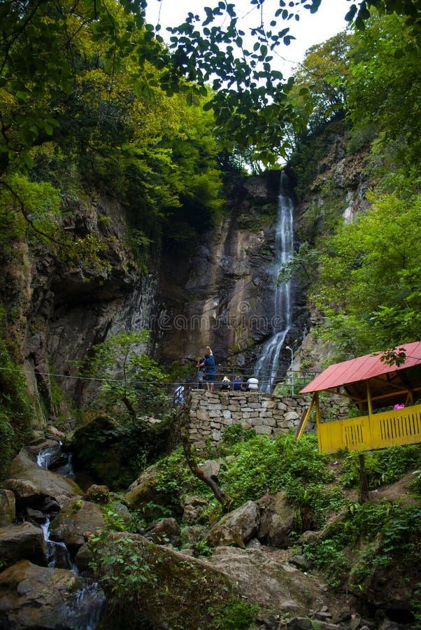 Makhuntseti-Wasserfall in Georgia, nahe Batumi lizenzfreie stockfotografie