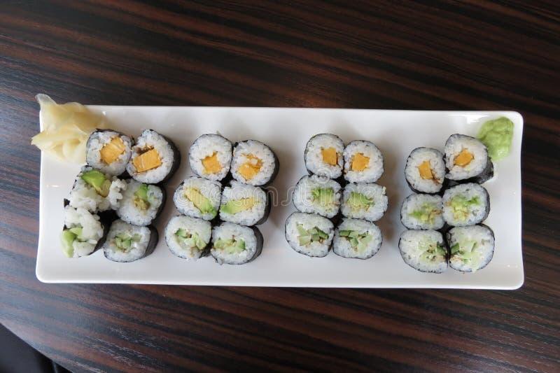Maki каппа, авокадоа и vegan oshinko стоковое изображение