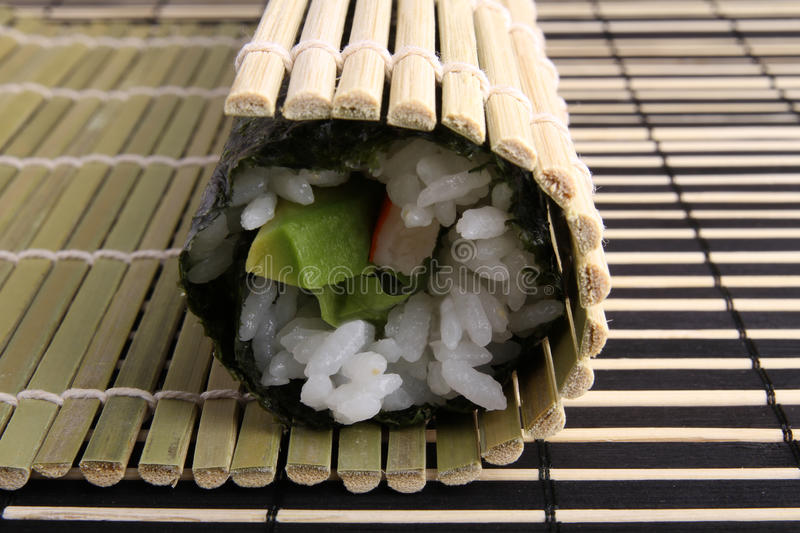 Maki de sushi de roulement photos libres de droits