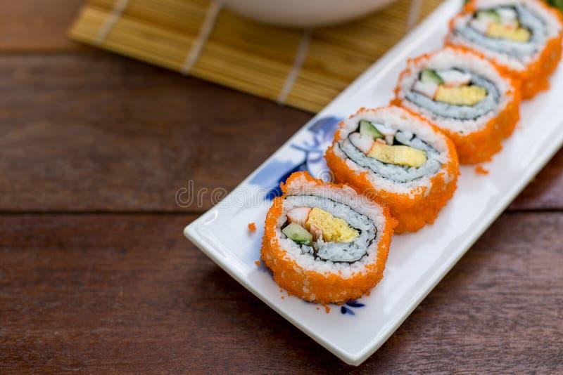 Maki do sushi do rolo de Califórnia imagem de stock