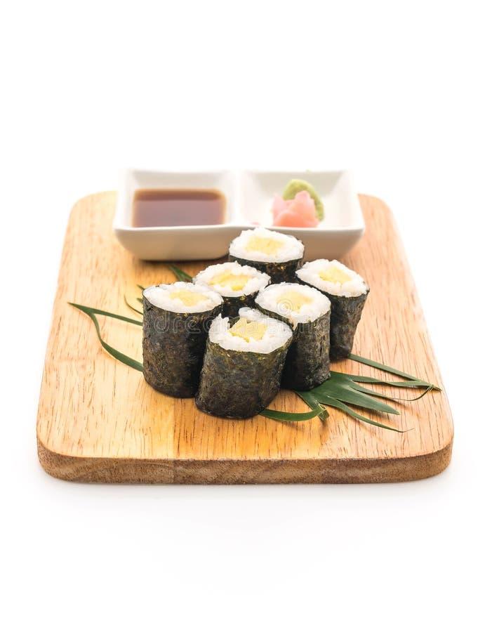 maki dulce del huevo (tamago) - estilo japonés de la comida imagen de archivo