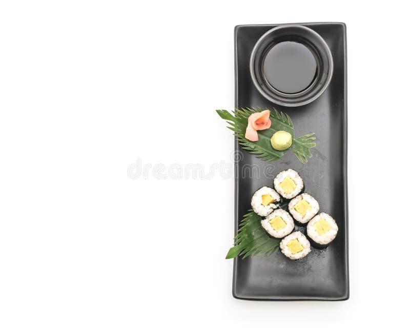 maki dulce del huevo (tamago) - estilo japonés de la comida fotos de archivo