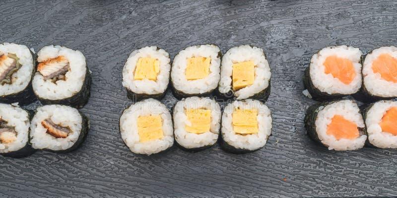 maki dulce del huevo (tamago) - estilo japonés de la comida fotografía de archivo libre de regalías