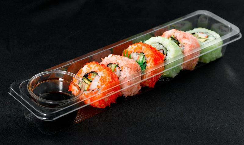 Maki japonês do alimento na cesta de comida do estilo do bento fotos de stock