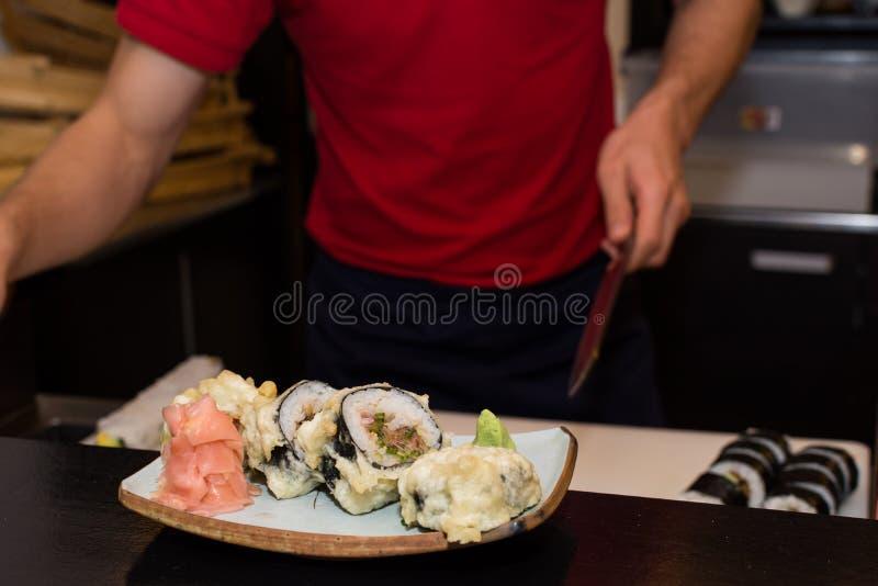 Maki piccante della tempura del tonno immagini stock