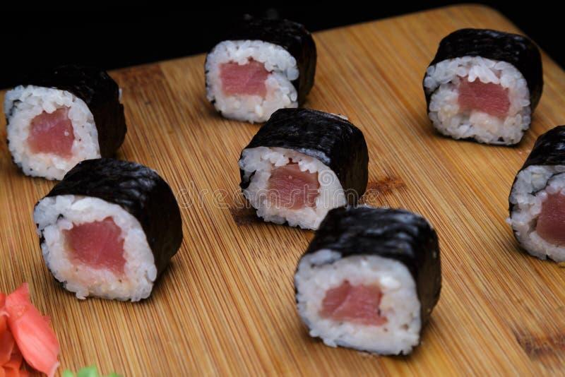 Maki roule avec le thon Menu de sushi Nourriture japonaise photo stock