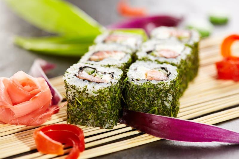 Maki Sushi verde foto de stock