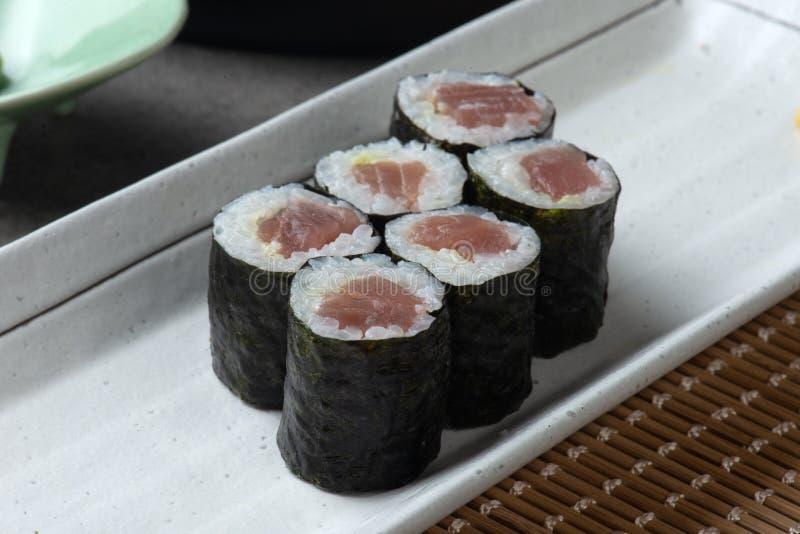 Maki Tuna Sushi rullar royaltyfria foton
